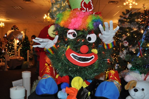 Proving she's not just a Grinch, Hilson turned a tree into a clown, too.
