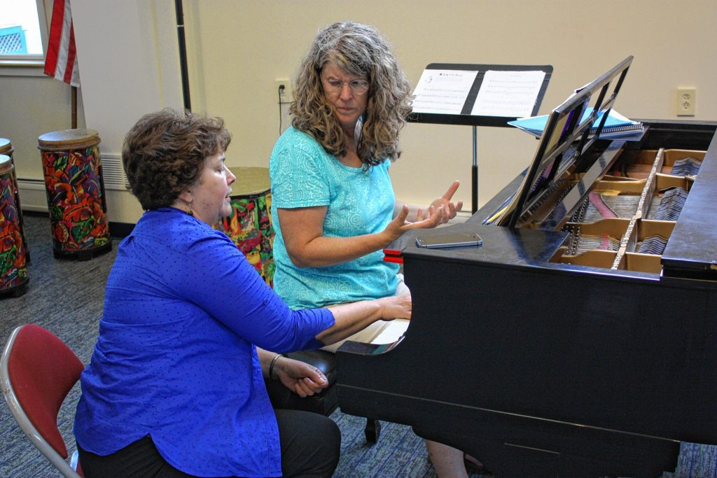 Kathy Southworth (left) gives a piano lesson to Emily Preston at Concord Community Music School last week.  JON BODELL / Insider staff