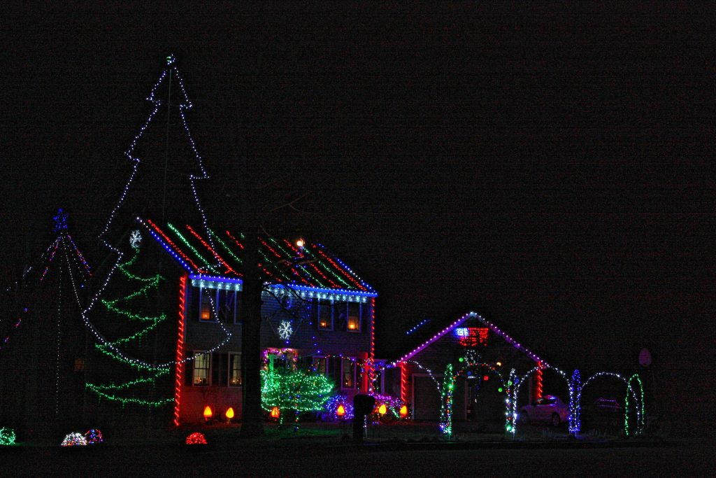 This House On Peterson Circle Really Takes Christmas Lights To Another Level The Whole Roof