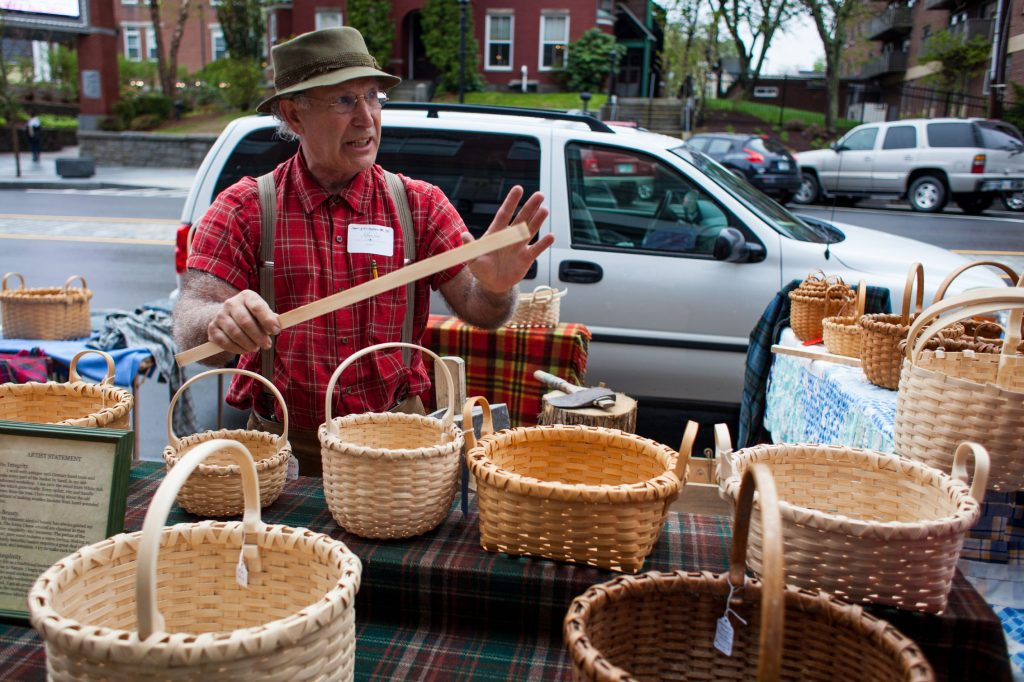 Traditional basketmaker Jeffrey Gale explains his craft to a crowd outside the League of New Hampshire Craftsmen Headquarters in downtown Concord during Capital Arts Fest on Saturday, May 6, 2017. (ELIZABETH FRANTZ / Monitor staff) Elizabeth Frantz