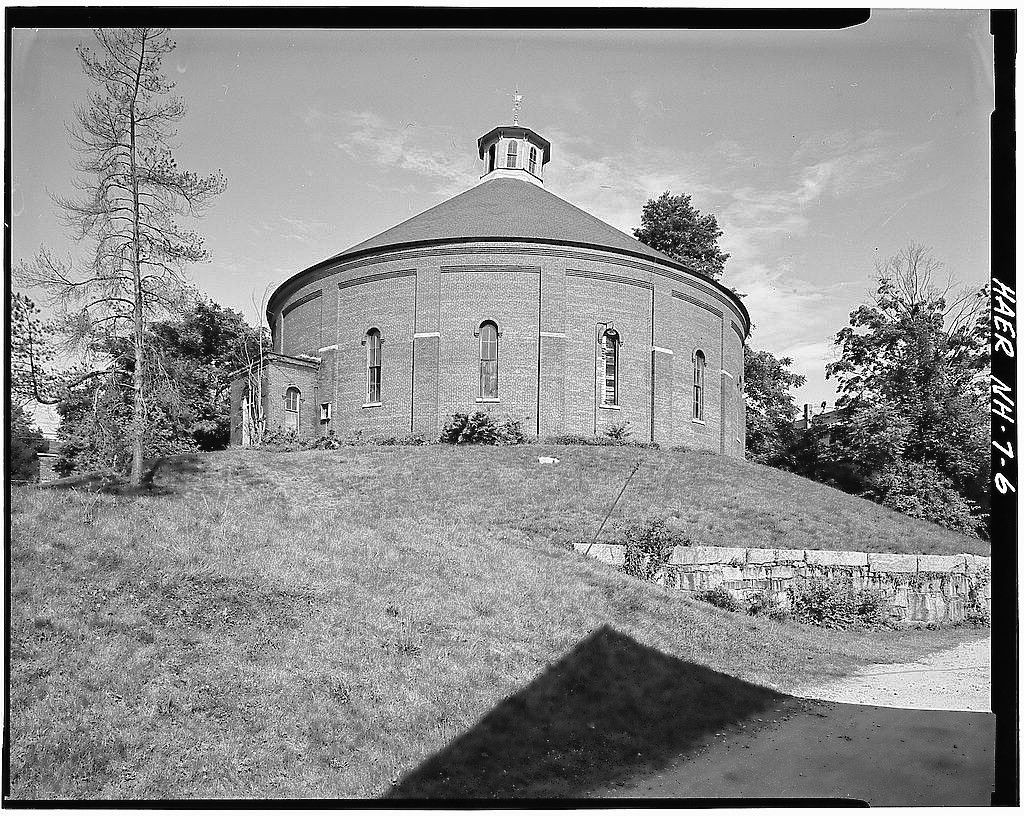 The gasholder building in Concord, as it appeared in 1982. Gary Samson